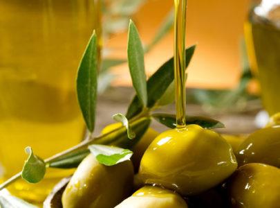 Proč byste měli používat olivový olej od hlavy až k patě?